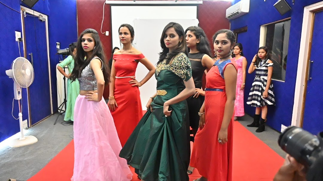 Best Academy Short Term Courses In Fashion Design Degree Course In Fashion Design Diploma In Fashion Design Weekend Course In Fashion Design Pune Video Editing Courses Film Making Courses Dance Acting Direction Photography Fashion Design School