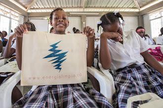 Photo: Los niños de Punta Soldado felices con la Energía Limpia; Buenaventura; Foto: Hanz Rippe Gabriel