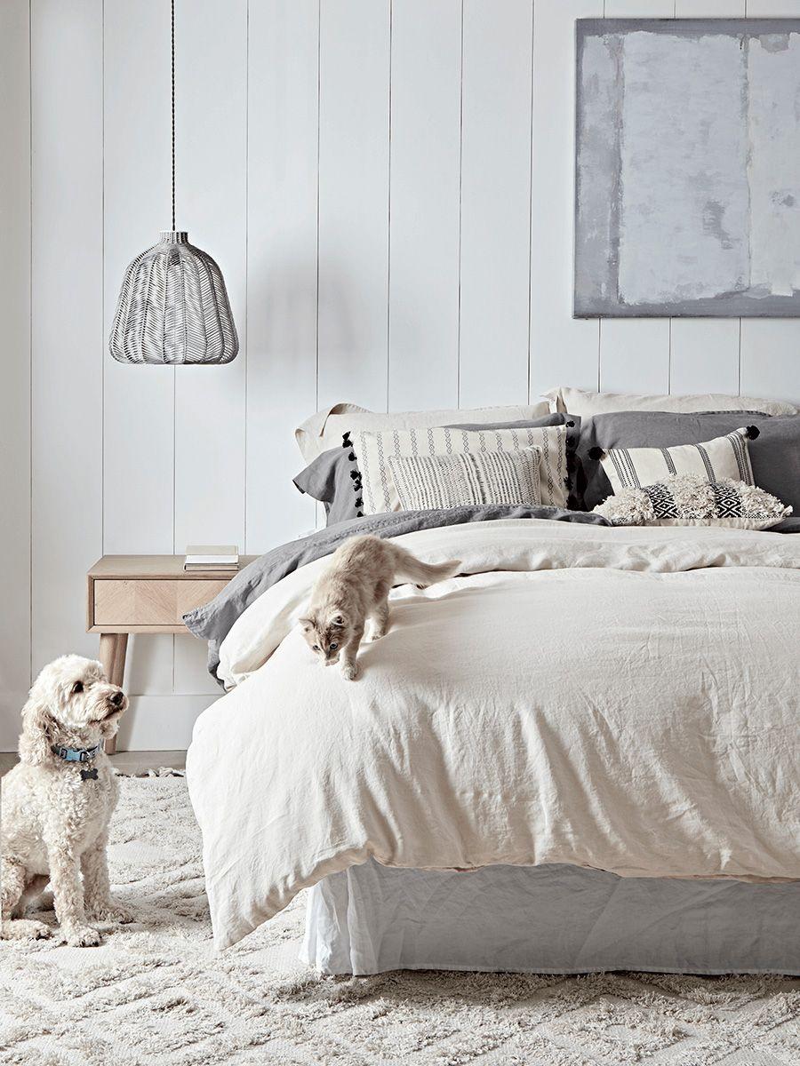 Permainan tekstur pada kamar tidur bergaya Scandinavian - source: realhomes.com