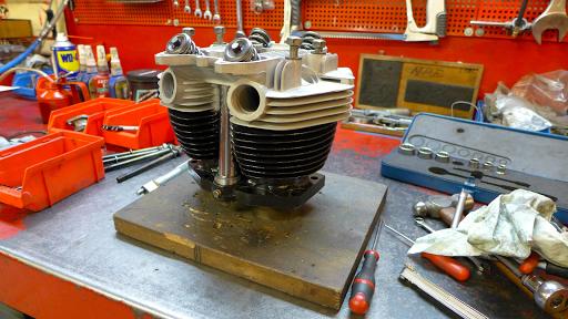 Haut moteur Triumph Bonneville T120, réviser par Machines et Moteurs