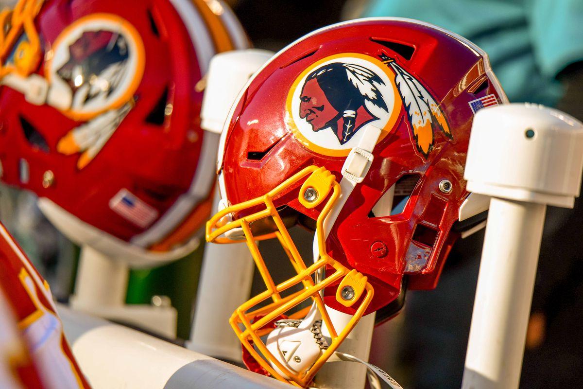 """Đội trước đây gọi là """"Washington Redskins"""" cái tên này có sự tranh chấp phân biệt đối xử và xúc phạm người Mỹ bản địa, vì vậy chính thức đổi tên đội từ mùa giải 2020"""