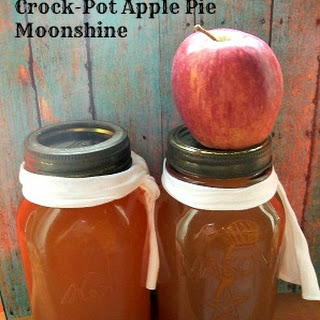 Crock-Pot Apple Pie Moonshine.