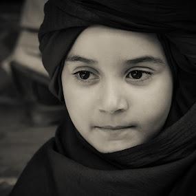 Jade - Touareg 2 by Amine Fassi - Babies & Children Child Portraits ( marrakech, child, marrakesh, aminefassi, lumix, black and white, candid, travel, morocco, people, portrait, maroc )