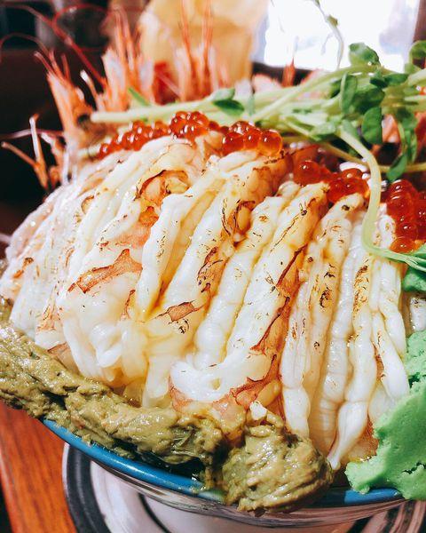 信兵衛手作丼飯壽司|饕客必衝!極度浮誇的海鮮丼飯,無法抗拒的海鮮日料饗宴!視覺與味覺的極致享受!
