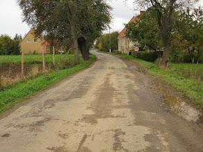 Photo: Grunty, na których powstała Winnica, podobnie jak pobliska wieś Słup, w 1177 r. zostały przekazane przez Bolesława Wysokiego zakonowi cystersów z Lubiąża. W 1202 r. książę Henryk I Brodaty ufundował tu cystersom oddzielny folwark - grangię, zaś w 1217 r. przy folwarku powstała osada wiejska. Podczas wojen husyckich Winnica, podobnie jak Słup, została spalona. Odbudowana, swój ponowny rozkwit przeżywała w XVII i XVIII w. gdy dzięki staraniom opatów Nitschego i Brzucha powstały nowe zabudowania dworskie, a miejscowość podniesiono do rangi prepozytury klasztoru. Po sekularyzacji majątków klasztornych na terytorium Królestwa Pruskiego w 1810 r., do 1812 r. folwark prowadził proboszcz. W 1812 odkupił go kancelista z Lubiąża Carl Josef Otto. W połowie XIX w. wieś stała się własnością Marii Luizy Pauliny Hohenzollern-Hechigen. Posiadała wówczas pałac z parkiem, część gospodarczą, kuźnię, dwa młyny wodne, cegielnię, browar i gorzelnię. http://pl.wikipedia.org/wiki/Winnica_%28wojew%C3%B3dztwo_dolno%C5%9Bl%C4%85skie%29
