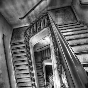 pasadena_cityhall_stairway_03_b&w.jpg