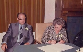 Photo: Wim en Neeltje den Breejen op huwelijksdag Adries en Willy.
