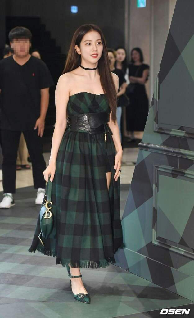 jisoo plaid 30
