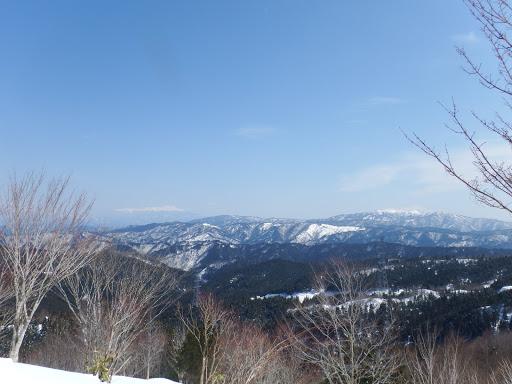 左から乗鞍岳・位山・川上岳など