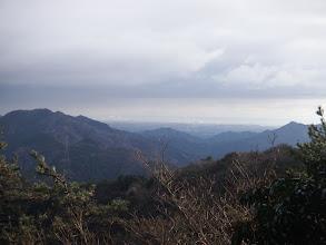四方草山(左)と明星ヶ岳(右)