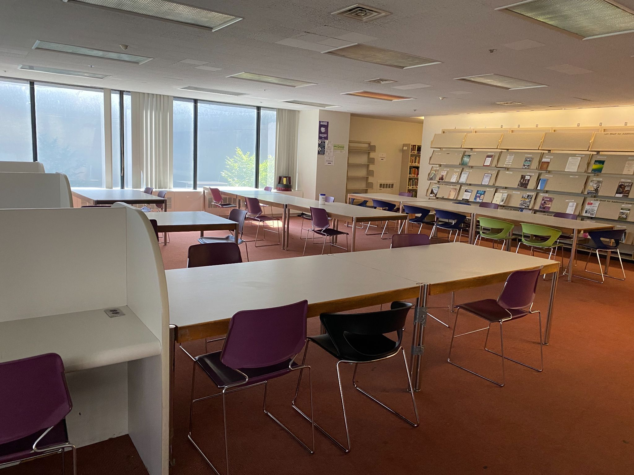 Hunter College library's fourth floor. A group study area with chairs and tables.