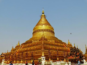 Photo: Birmanie-Bagan, Shwezigon Pagoda.