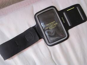 Photo: Belkin Armband
