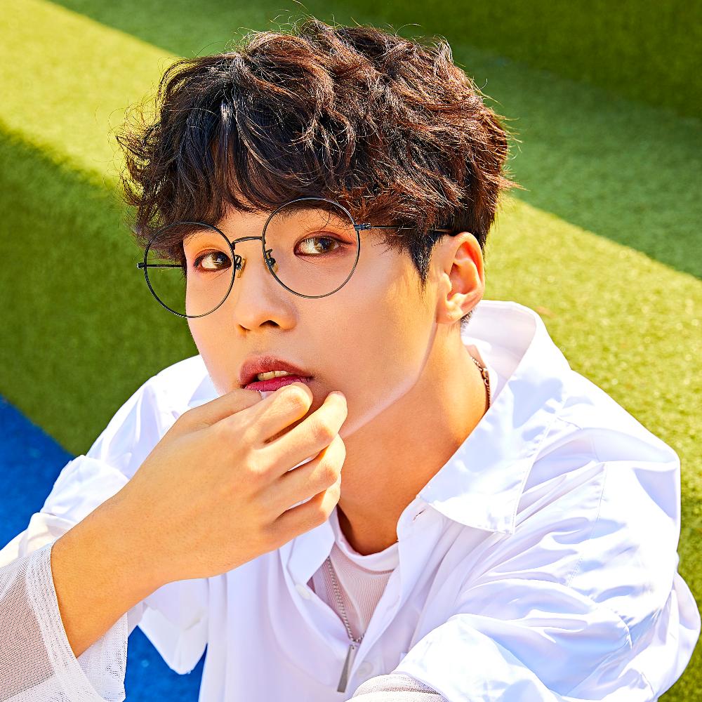 D-CRUNCH-Hyunwoo-Cover