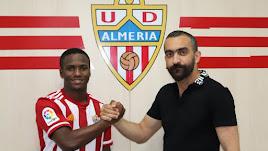 El nuevo jugador junto a Mohamed El Assy.