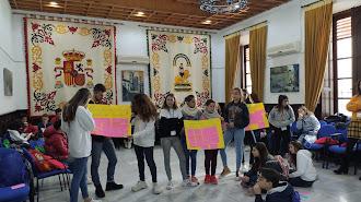 Niños y adolescentes participando en el encuentro.