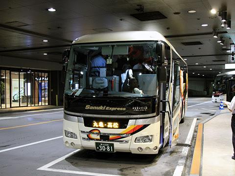 四国高速バス「さぬきエクスプレス福岡号」 3081 西鉄天神高速バスターミナル改札中