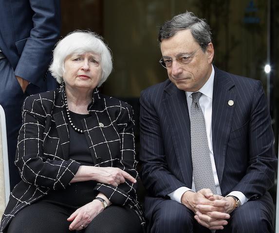 Ο Πρόεδρος του Διοικητικού Συμβουλίου της Ομοσπονδιακής Τράπεζας της Αμερικής κ. Janet Yellen (L) και ο Πρόεδρος της Ευρωπαϊκής Κεντρικής Τράπεζας Mario Draghi, US Federal Reserve Board Chair Janet Yellen (L) and European Central Bank President Mario Draghi.