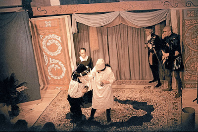 the love and humor in act 2 scene 3 of twelfth night feste ♦ act i, scene 2 questions and answers ♦ act i, scene 3 questions and answers ♦ worm i'the bud: the games of love in twelfth night ♦ feste and fabian.