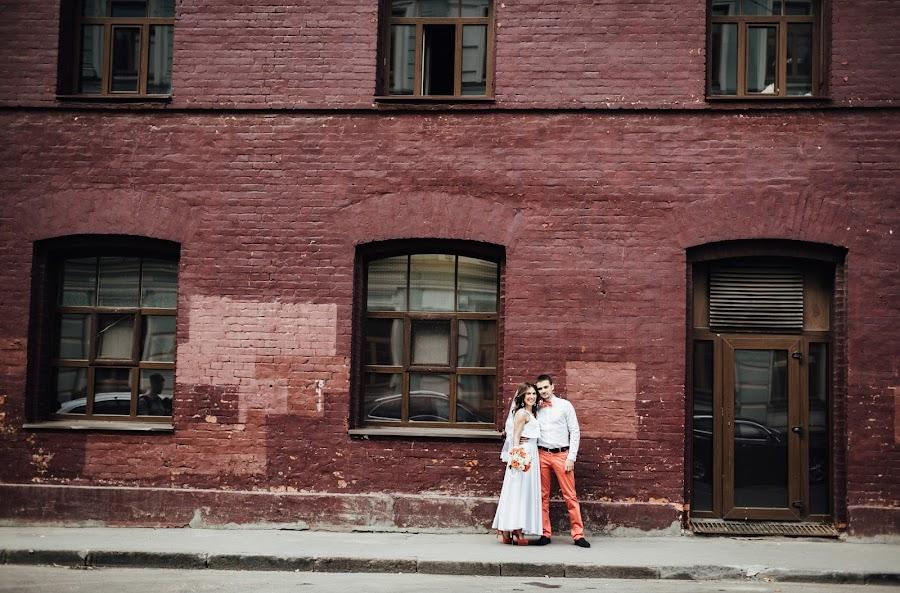 Wedding photographer Nastya Ladyzhenskaya (Ladyzhenskaya). Photo of 28.09.2015