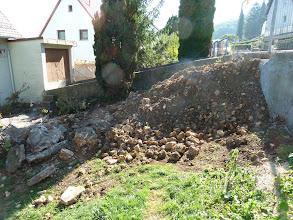"""Photo: Oberer Garten, was noch alles da ist an """" Dreck"""", mehrere Laster wurden schon abgefahren. Das ist der Endstand am 05.09.2013 Wir hoffen, dass es am Samstag weiter geht mit der Wandisolierung."""