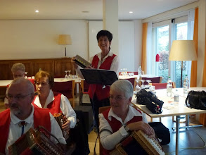"""Photo: Lotti alls Bassistin mit der """"Muulörgeli""""  ! Eine originelle Abwechslung"""