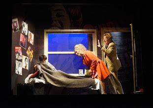 Photo: Wien/ Kammerspiele: AUFSTIEG UND FALL VON LITTLE VOICE von Jim Cartwright. Inszenierung Folke Braband. Premiere 7.5.2015. Eva Mayer, Sona MacDonald, Michael VonAu. Copyright: Barbara Zeininger