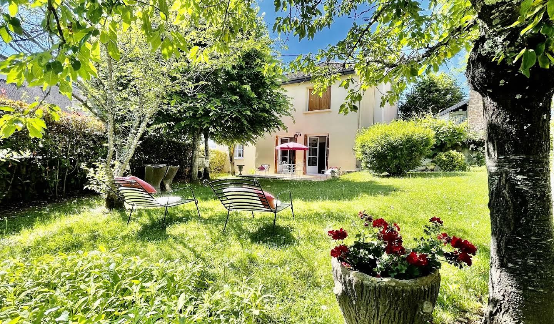 Hôtel avec jardin et salle de réception Charolles
