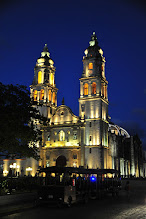 Photo: Campeche - la cathédrale à la tombée du soir. Campeche est notre coup de coeur dans la catégorie Ville.