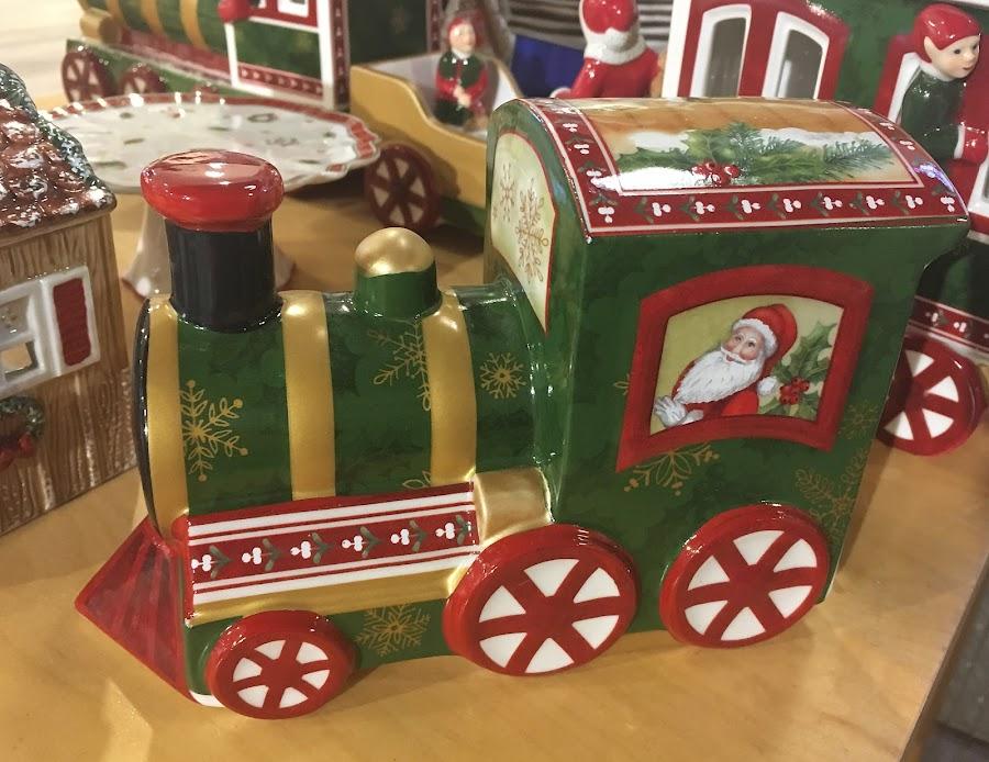Idea by Dobrin Anca - Public Holidays Christmas ( tree, decoration, green, street, brittany )