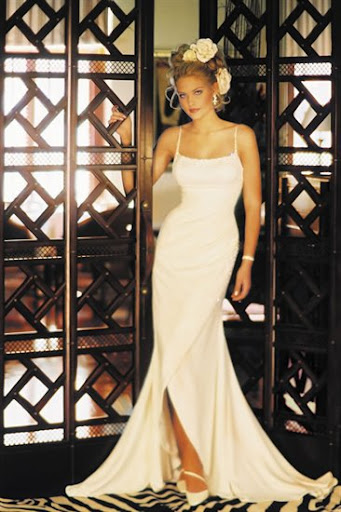 simple-wedding-dress-with-body-curves