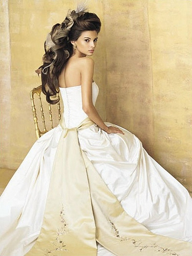 Wedding dress with bows, dramatically down the back of your dress.