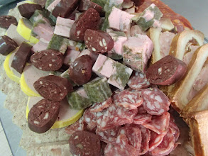 Photo: Plateau de charcuteries variées campagnarde (100g/pers.) et pain