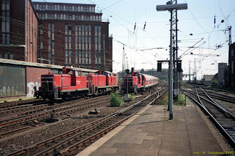 Photo: 363 219-7, 291 034-7 i 363 668-5 (DB) {Hamburg Hbf; 2002-07-29}