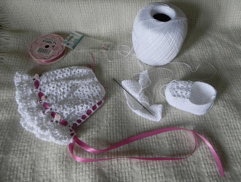 crochet baby bonnet and booties
