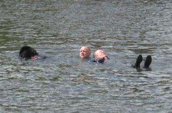 Photo: laat u eens redden door een hond !