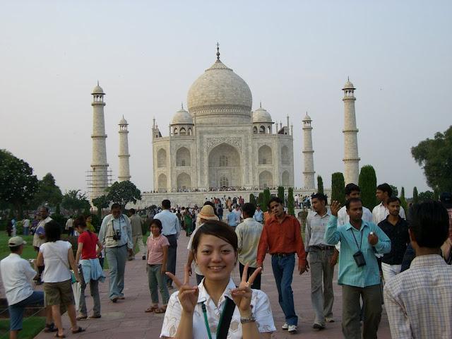 インド タージマハルの前でパシャリ!