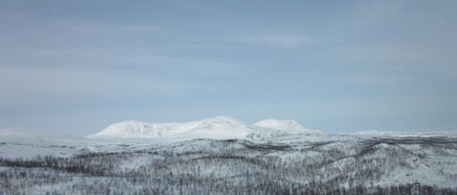De bergen op de grens met Noorwegen