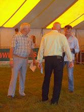 Photo: Keurmeesters zijn de heren  P. van der Bunt uit Stroe en S. van der Paauw uit Vreeland.  Ringmeester is F. van der Els uit Liessel.