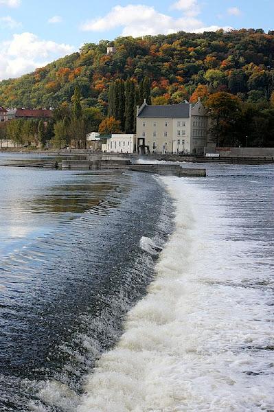 Photo: Vltava weir in the fall