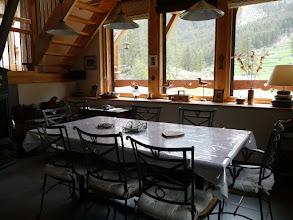 Photo: Appartement 1 - Salle à manger devant fenêtre panoramique