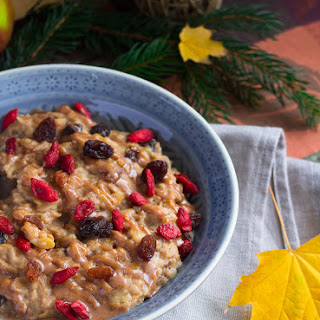 Apple Pie Oatmeal with Raisins and Goji Berries