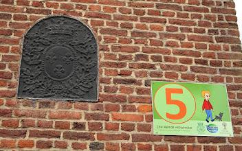 Photo: Sur le mur de l'ancienne chapelle