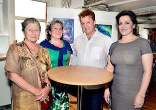 """Photo: Lisa Venus, Liane Beermann, Thomas Markus und Anna Ryan am 28.6.2015 beim """"Wagner-Fest"""" in der """"Online-Galerie"""". Copyright; Barbara Zeininger"""
