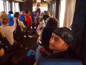 Photo: Wsiadamy do ledwie trzymającego się autobusu i ku nieszczęściu jakiejś drużki zmierzającej na weselną biesiadę udajemy się na tył pojazdu.  Oczywiście zahaczam statywem o misternie ułożoną fryzurę białogłowej. Niesie się za mną pisk, groźby i pomsty do nieba. (zdjęcie Grzesia)