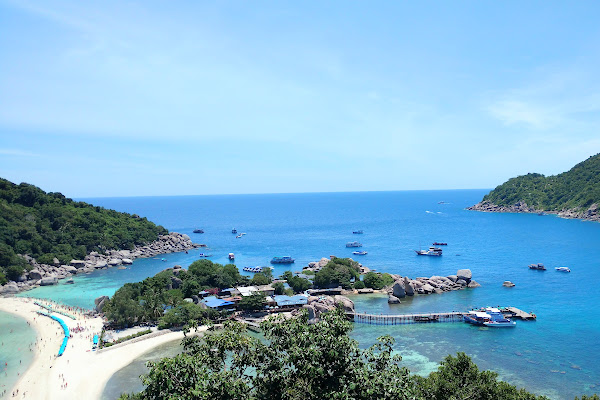 Hike up to the viewpoint of Koh Nangyuan