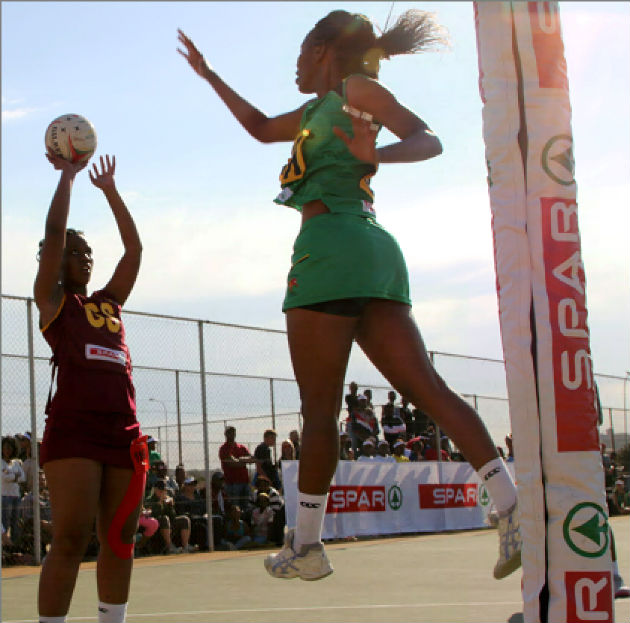 Nelson Mandela Bay's Sameshia Esau faces off with Ehlanzeni's Sindi Nkuna at Port Elizabeth's Young Park netball courts, where the national championships are under way