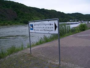 Photo: 2e Dag, vrijdag 17 juli 2009. Meerbush- Remagen Dag afstand: 109,2 km, Totaal gereden: 215 km. De Rijnbrug museum bij Remagen.