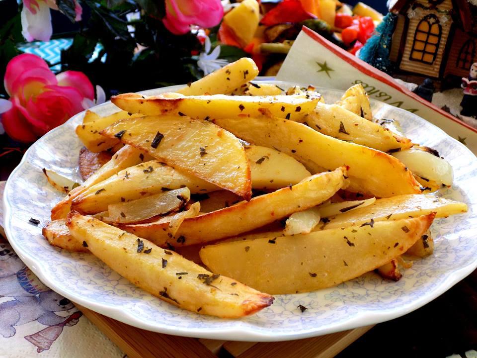 Cách làm khoai tây chiên bơ tỏi giòn tan tại nhà