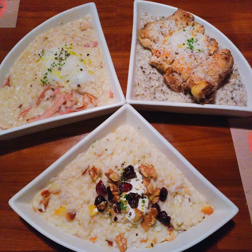米粒的口感很特別,吃起來別有一番風味,很喜歡盤子的造型,不過份量對我來說略少,幸好有搭套餐才吃的飽,但整體還不錯!